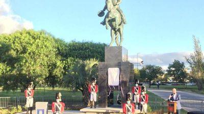 Schiaretti inauguró el monumento de Bustos y propuso que el nuevo puente lleve su nombre