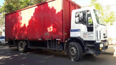 Un joven robó dinero de un camión de Coca Cola y los empleados casi lo linchan