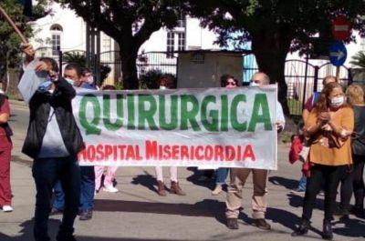Trabajadores de la salud se movilizaron frente al Hospital Misericordia