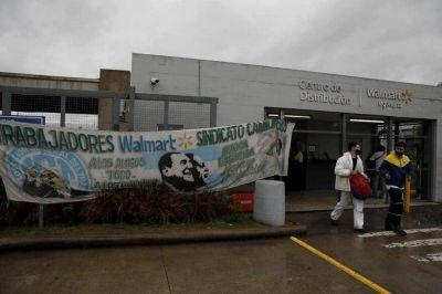 Después de Walmart, el sindicato de Moyano avanza sobre otras empresas