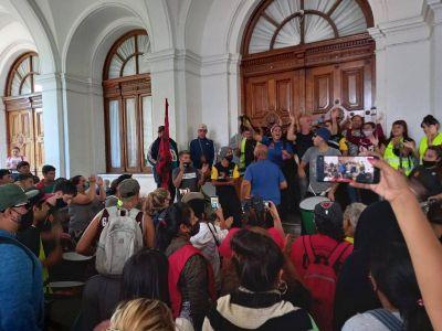 Miles de cooperativistas marcharon en La Plata y anunciaron que mantendrán los múltiples cortes