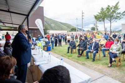 El Gobernador entregó insumos y recursos del Plan Girsu
