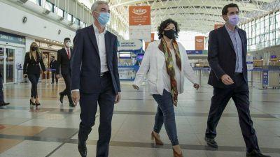 Los ministros de Salud, Transporte y del Interior supervisaron testeos en Ezeiza