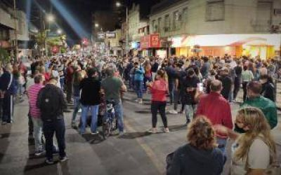Protesta por seguridad en Haedo: Vecinos entregaron petitorio al Municipio y la oposición se colgó del reclamo