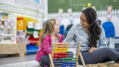 Piden la actualización de honorarios para maestras integradoras
