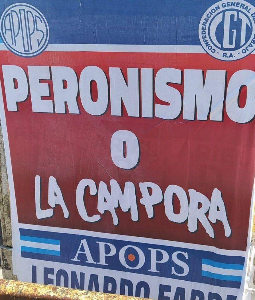 Fabré sigue con la idea fija y ahora afichó también el conurbano: «Peronismo o La Cámpora»