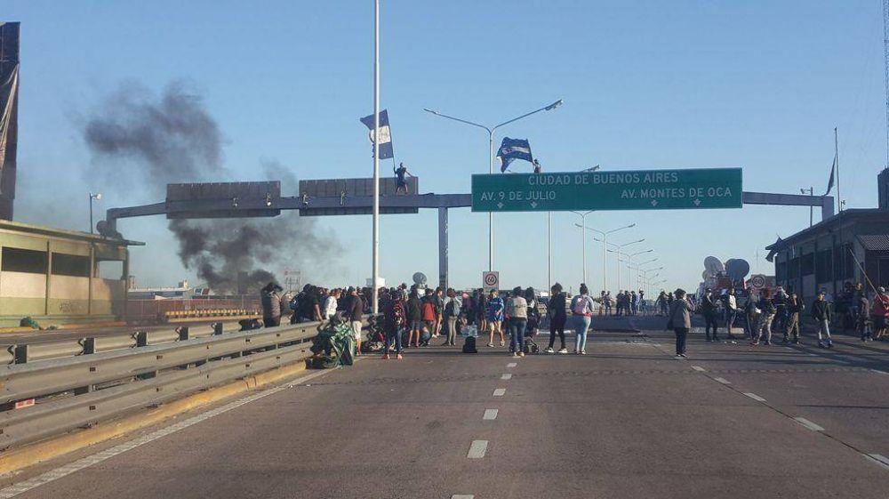 Piqueteros levantaron el corte del Puente Pueyrredón en ambos sentidos