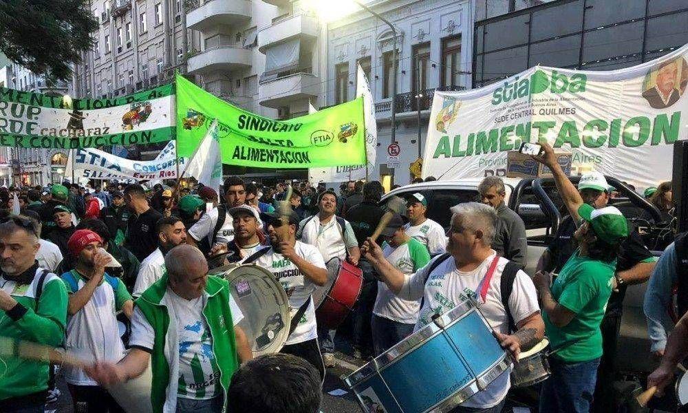 Trabajadoras y trabajadores de la alimentación se movilizaron en reclamo de mejoras salariales