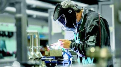 La industria creció 1,6% en febrero y ya lleva cuatro meses en alza