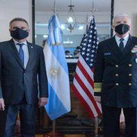 Ante el jefe del Comando Sur, Rossi cuestionó el veto británico al equipamiento argentino