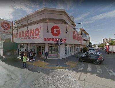 Garbarino depositará solo el 25% de los salarios de sus empleados y Compumundo se va de Comodoro
