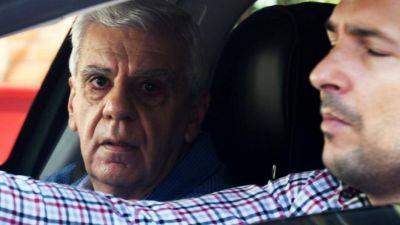 Alberto y los gremios resisten el desplazamiento del último funcionario de Ginés