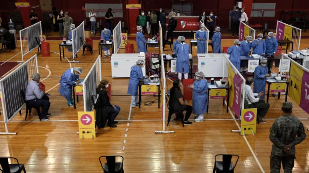La Iglesia advierte sobre agobio del personal sanitario y reclama vacunación más equitativa