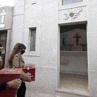 Trasladaron restos de héroes de Malvinas a una bóveda especial del cementerio municipal