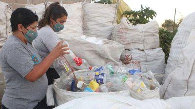 En el Oncativo, un grupo de mujeres apuesta al reciclado como medio de vida