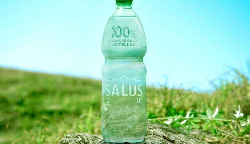 Salus lanza innovadora botella de plástico reciclado y sin etiqueta