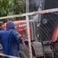 [VIDEO] Indignante: el dueño de un campo atropelló con un tractor a un trabajador que le reclamaba una deuda salarial