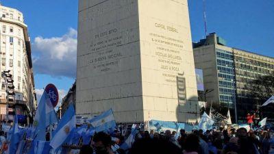 Protestas en el obelisco, Olivos y en la Rosada contra las restricciones