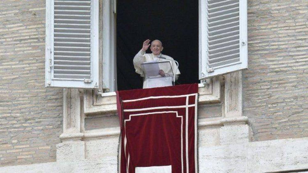 """Regina Coeli. Papa: """"Jesús no es un fantasma, es una Persona viva"""""""