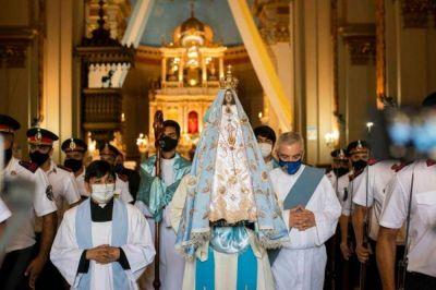 Miles de fieles viven la procesión solemne de la Virgen del Valle desde sus hogares