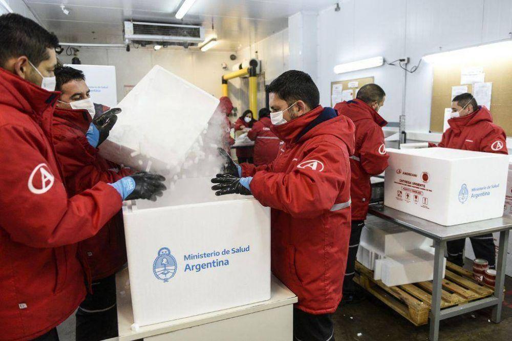 Llegó a Córdoba un nuevo lote de AstraZeneca: cuándo se retoma la vacunación