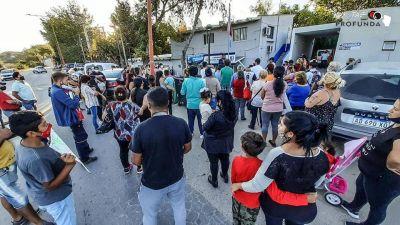 Denuncian que el municipio negó bolsones a vecinos que reclamaron guardias médicas los fines de semana en barrio Colinas