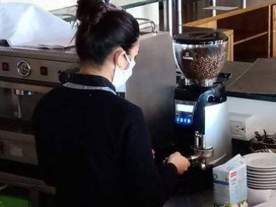 Trabajadores y empresarios hotelero-gastronómicos reclaman contra las restricciones en la actividad