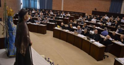 Episcopado: Por las restricciones postergan el plenario electivo