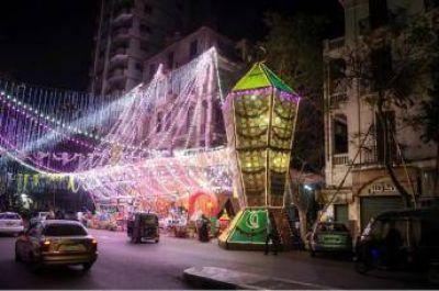Cristianos iluminan El Cairo con el farolillo de Ramadán más grande de Egipto