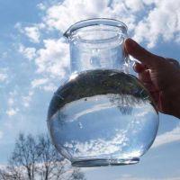 Agua pura, brillante y rentable, el tesoro alpino triunfa incluso sobre los árabes