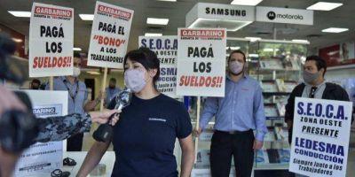 """Nueva protesta de trabajadores de Garbarino: """"Estamos en vilo, no sabemos qué será de nosotros"""""""