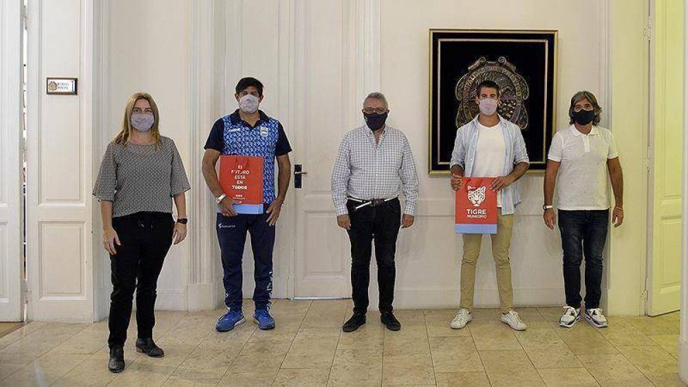 Julio Zamora recibió al palista Agustín Vernice tras obtener la clasificación a los Juegos Olímpicos de Tokio