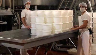 Ponce firmó 30%, un bono de $ 12.500, un aporte al gremio de $ 15 mil y fijó un precio de referencia para la leche en $ 71