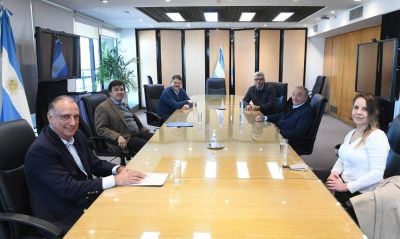 A la espera del cierre paritario, Cavalieri solicitó a Moroni que incorporen a los trabajadores de Comercio en la campaña de vacunación preventiva