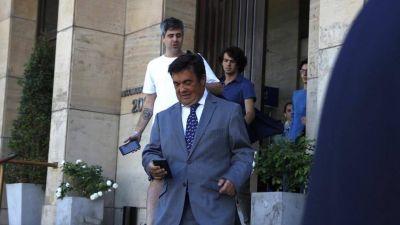 El fiscal federal Marijuán imputó y allanó a Sigman por el escándalo de las vacunas que no llegan