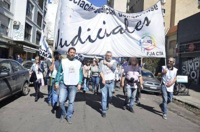 """Judiciales bonaerenses advierten """"dramático crecimiento de contagios"""" en el sector"""