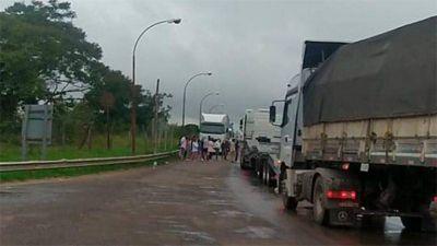 Luego de conseguir testeos PCR para el ingreso y egreso al país, Moyano levantó el bloqueo del cruce fronterizo con Brasil