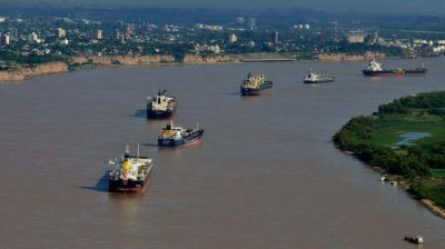 El Paraná y otros ríos de la región que transportan cultivos se están secando