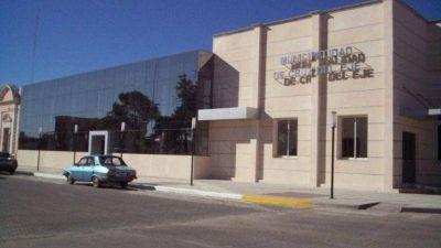 Tras una grave denuncia, allanaron la Municipalidad de Cruz del Eje