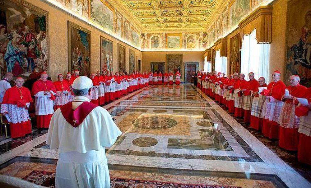 El Papa establece que ningún trabajador de la Curia pueda recibir regalos superiores a 40 euros