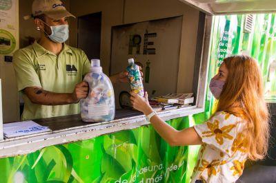 Botellas de amor: ya se pueden entregar en los Puntos Verdes de la Ciudad