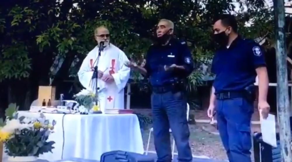 Polémica por intervención policial en una misa al aire libre que violaba restricciones sanitarias