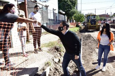 Nueva obra de pavimentación en Villa de Mayo