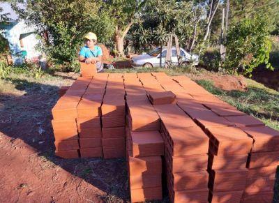 El Pays gestionó materiales y sanitarios que aportó Iprodha para construir baño para niña con discapacidad