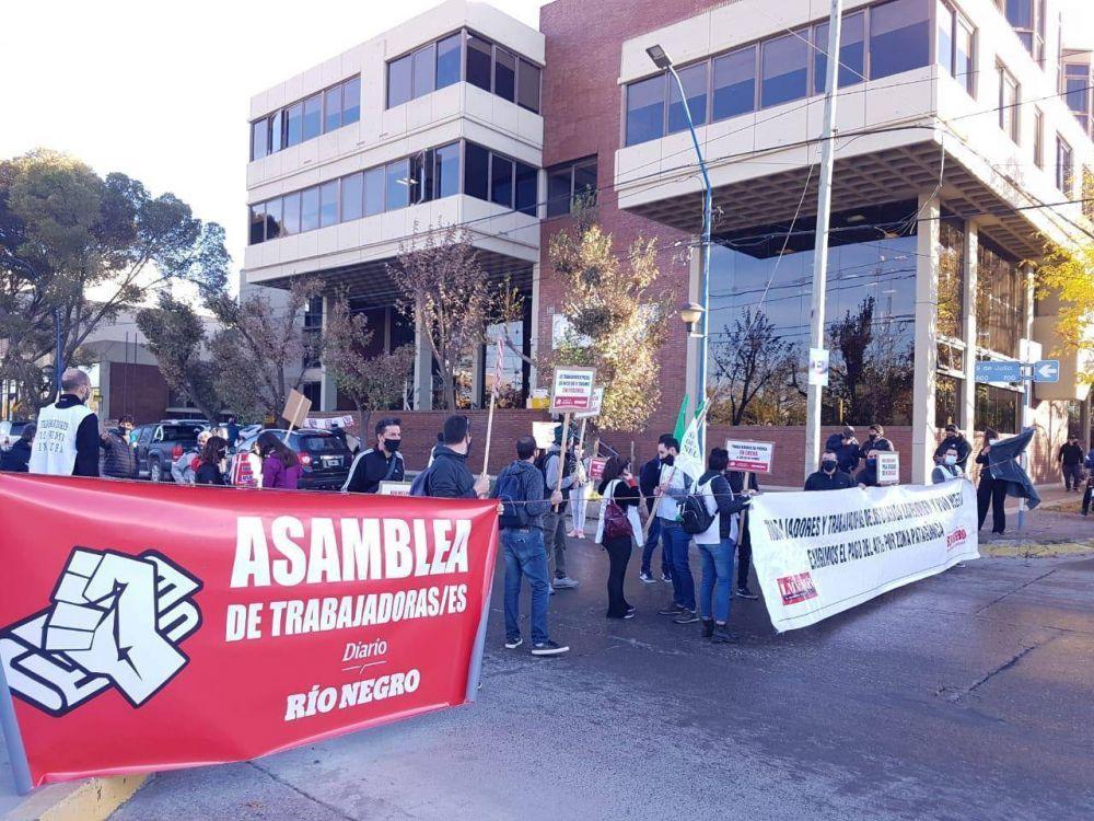Los empresarios se niegan a dar paritarias y los periodistas paralizan las principales redacciones de más de 14 provincias