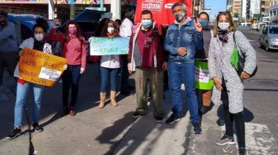 """Lomas: Trabajadores de la salud realizaron un """"semaforazo"""""""