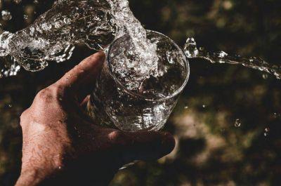 El agua mineral más allá de la hidratación: sus falsos mitos y las propiedades de sus minerales