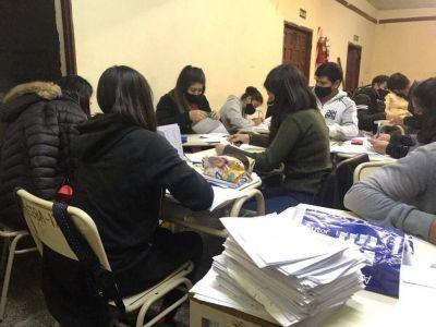 Sindicato de Maleteros. Alrededor de 1.700 familias estudian para terminar la escuela en todo el país