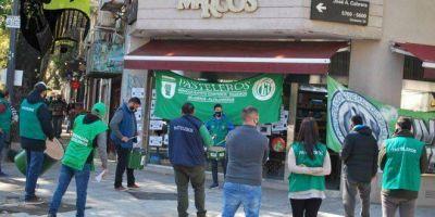 Pasteleros marchó a una importante confitería de Palermo para que regularice a los trabajadores