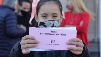 Becas para Deporte y Cultura en Morón: Más de 320 familias las recibieron